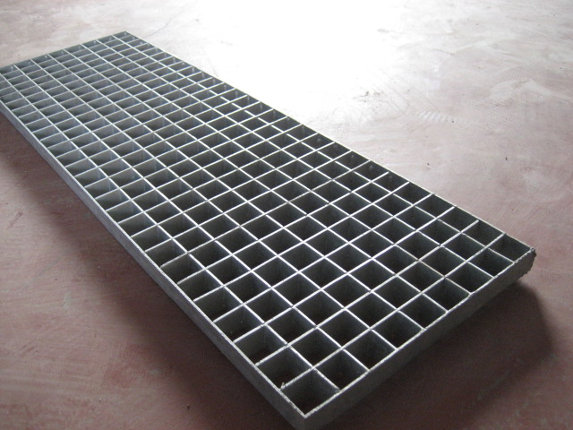 Plug steel grating with solid solder joint, pitch uniform ...